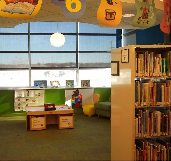 Biblioteca infantil. Imagem ilustrativa texto Lei da Universalização das Bibliotecas Escolares.
